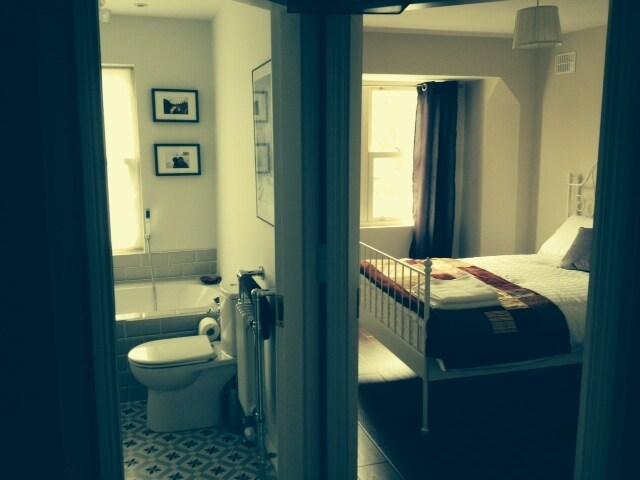 Beautiful Room Unbeatable Location!