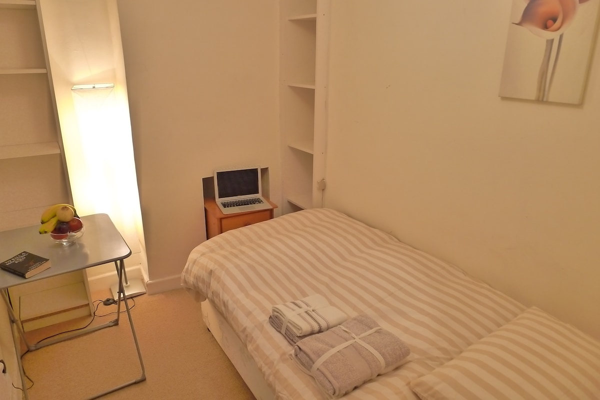 Beautiful single room with WIFI