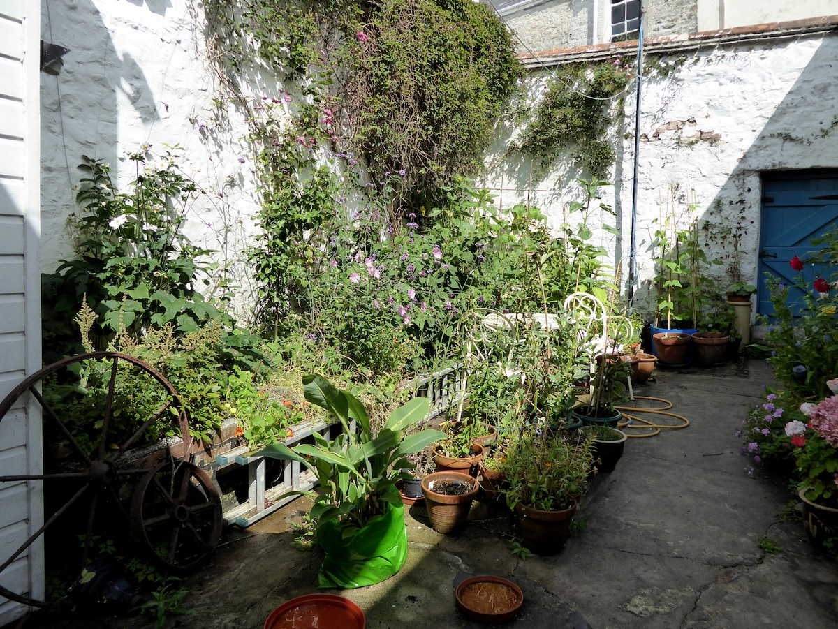 The Courtyard Apartment