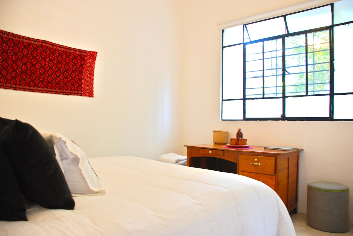 Located Room PRVTE Bathrm Condesa
