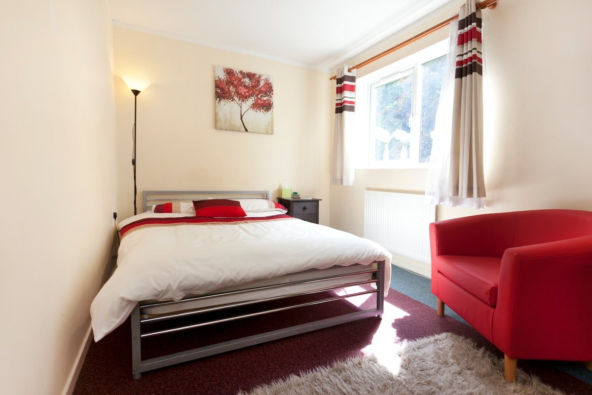 DOUBLE ROOM AVAILABLE(Female House)