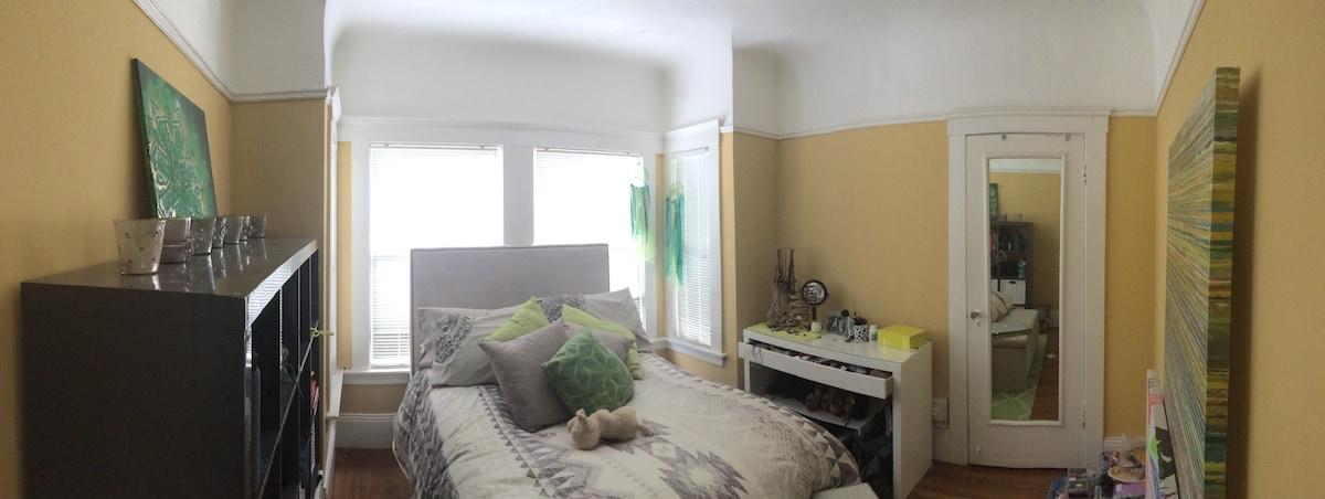 Sublet Bedroom in Adorable Apt