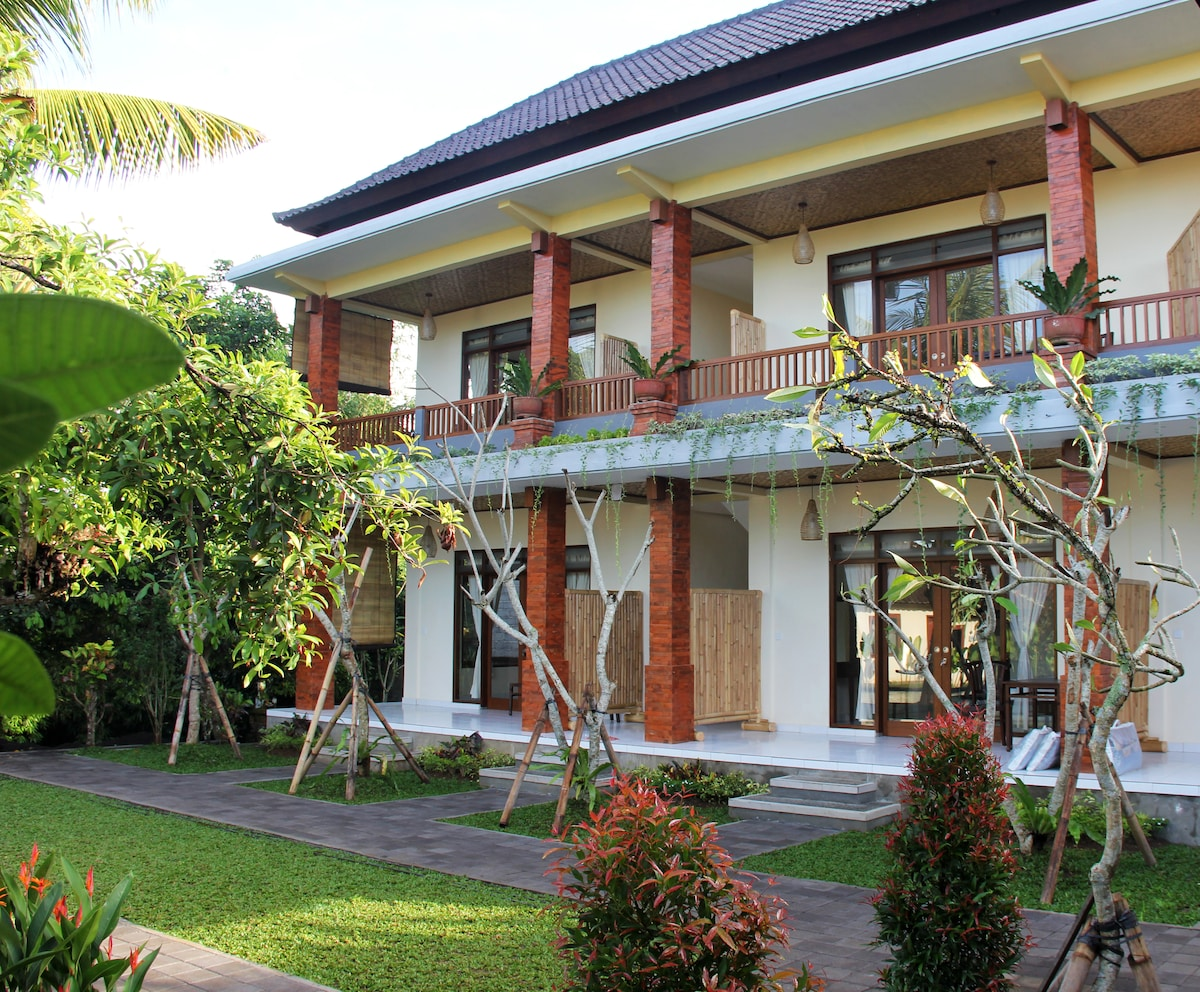 Nyoman Sandi Guest House with Pool