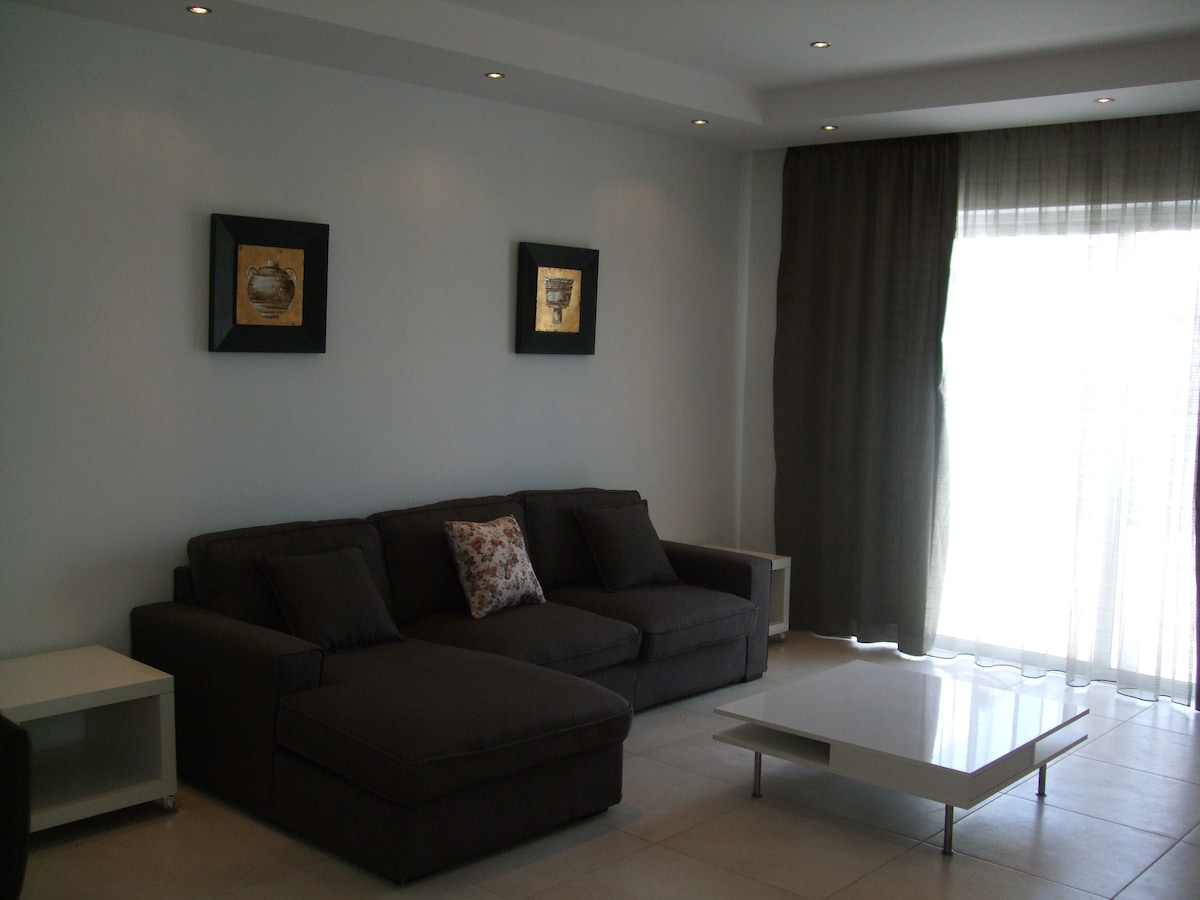 2 Bedroom Penthouse 1 min to beach
