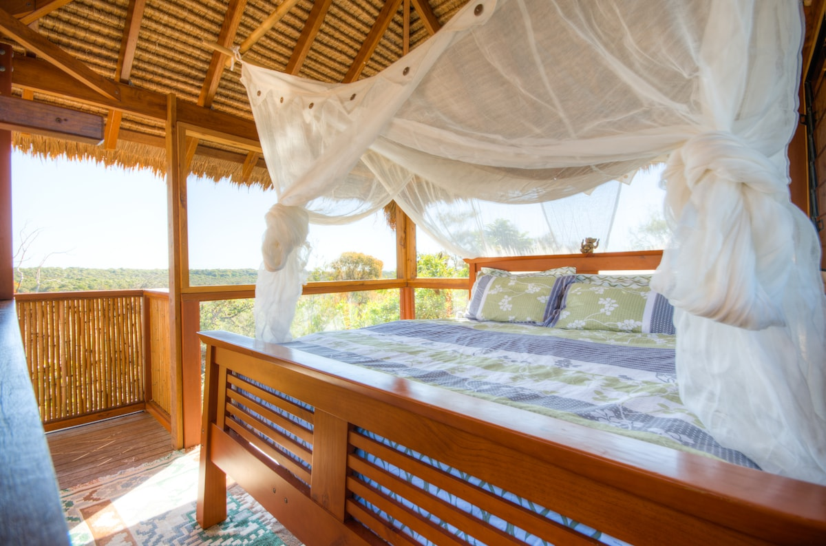 King size bed with a view from your fully enclosed 'tree house'
