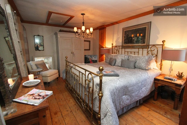 The Manor - North Bedroom