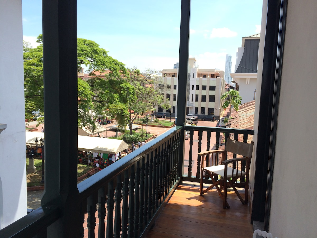 Casco Viejo Plaza View B&B