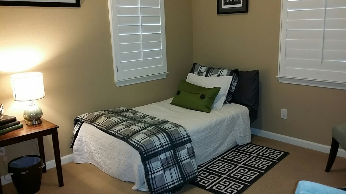This is the second bedroom with a futon.