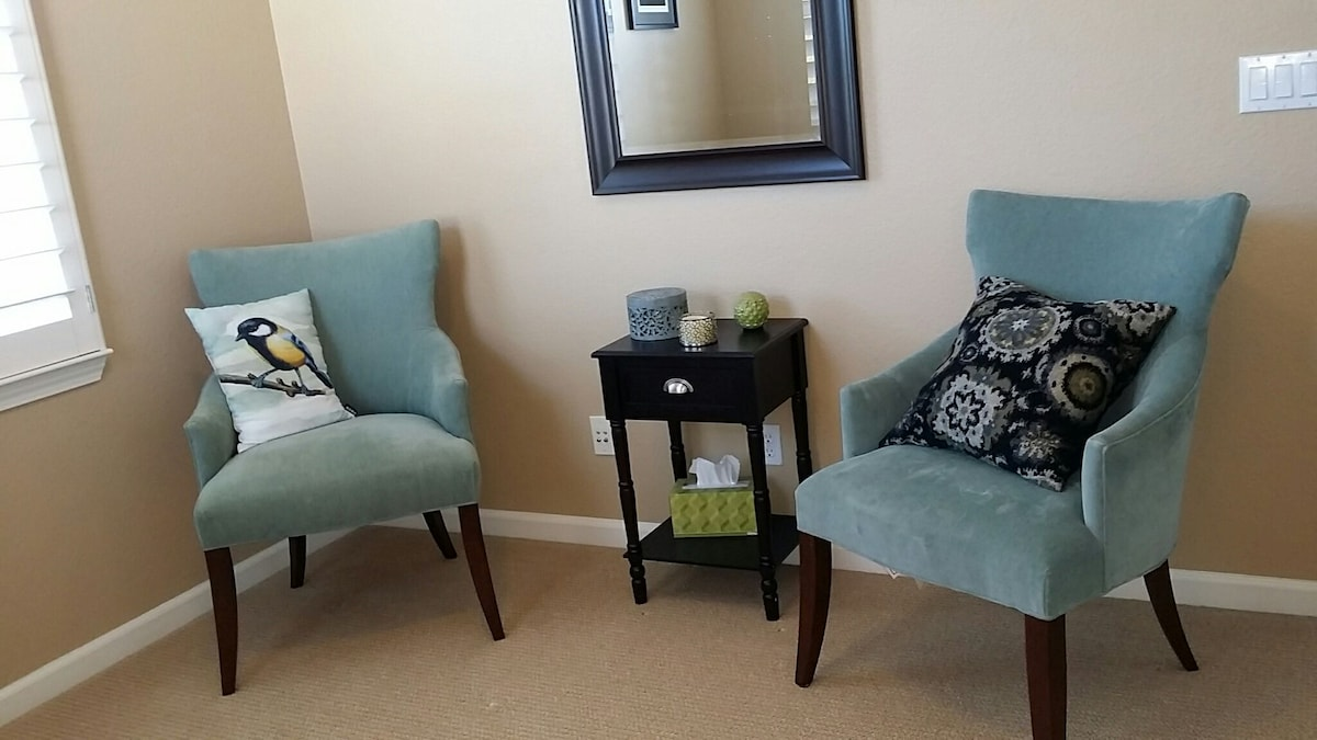 A detail of chairs in second bedroom. Nice spot to read.