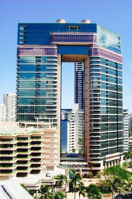 Luxury High Rise - Waikiki -