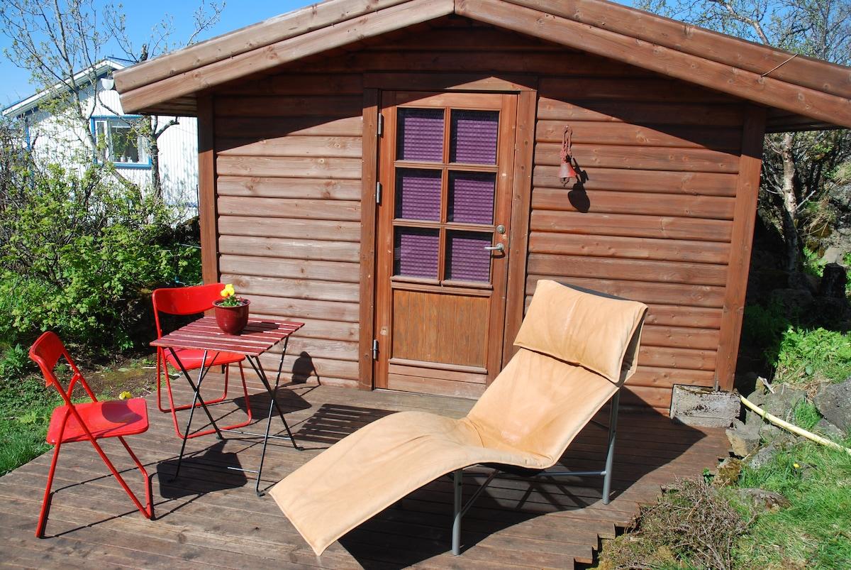 Cozy cabin in Reykjavik area