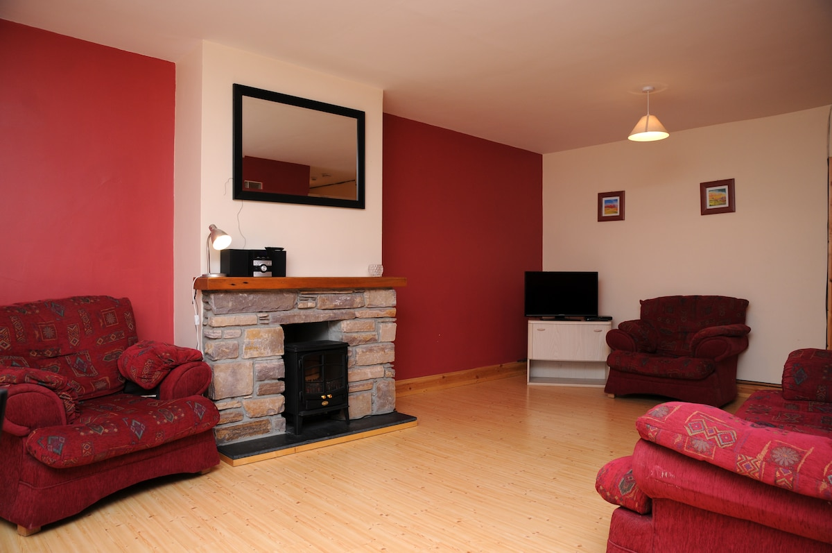 Spacious 2BD in the heart of Dingle