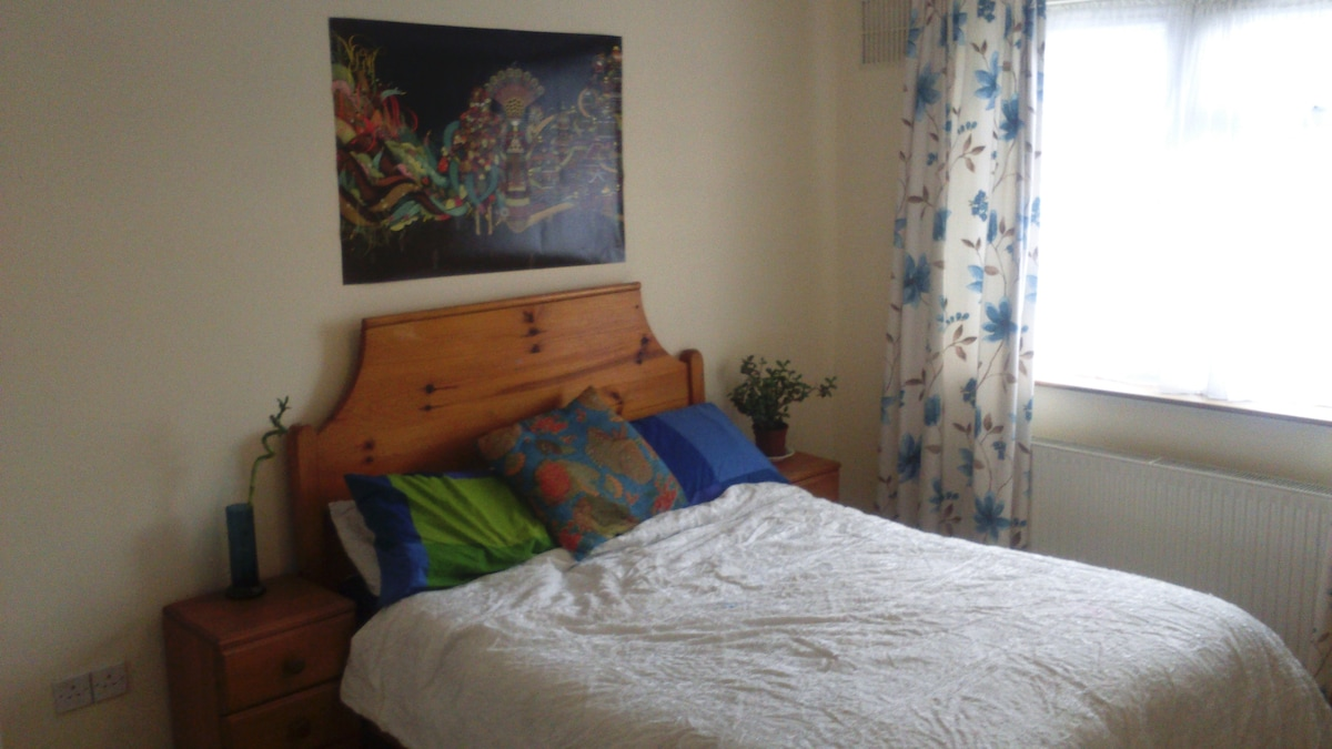Double Room in Bright City Home!