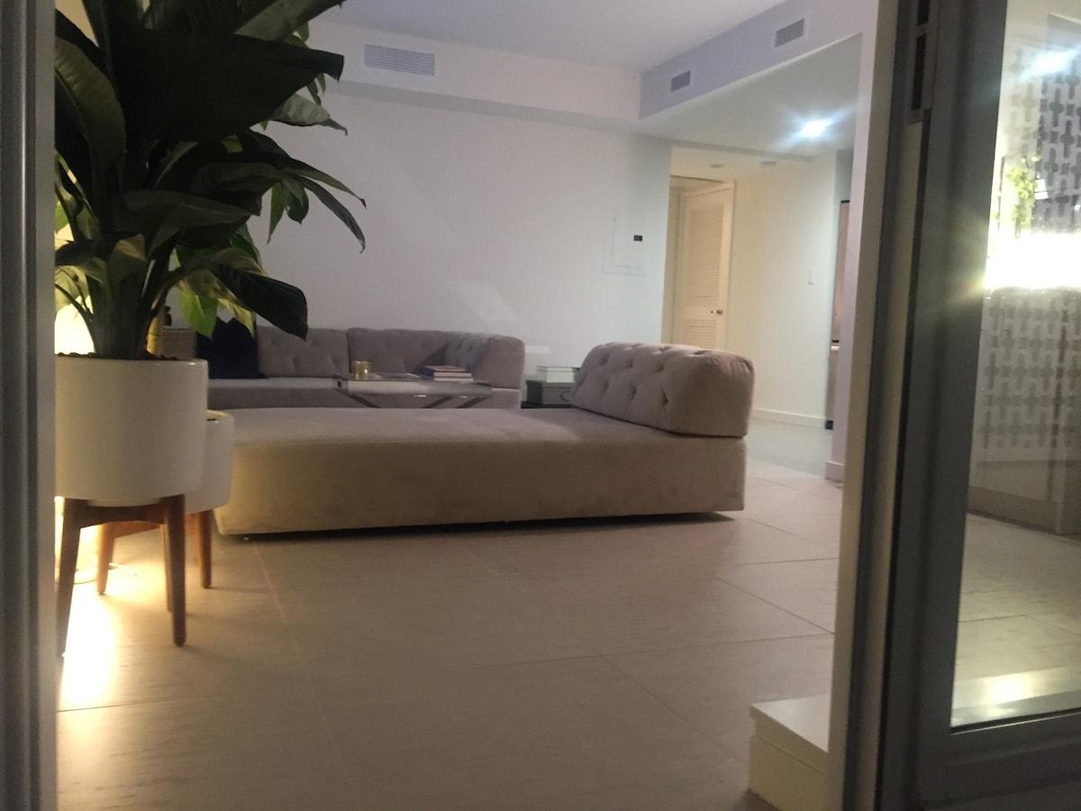 Stylish 1BR SoBe Apartment