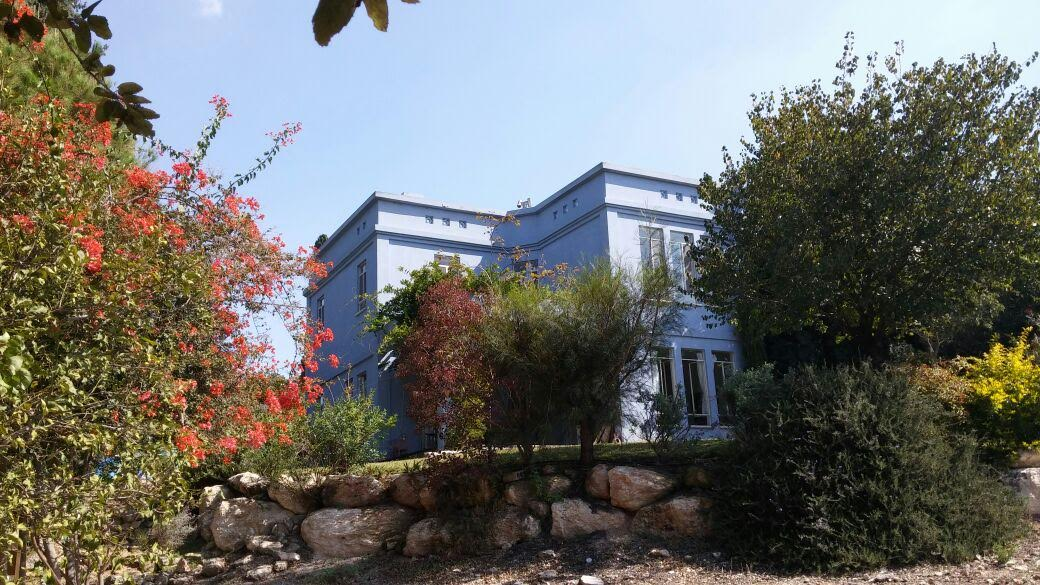 stunning country house well located