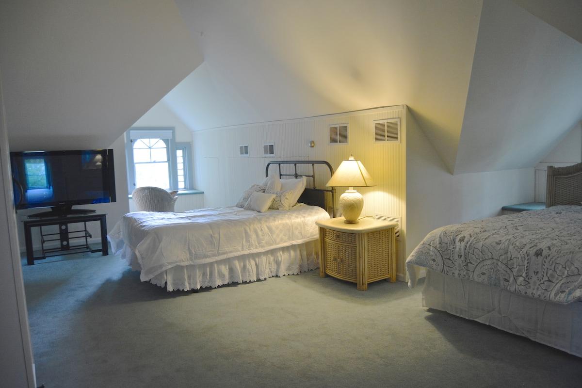 Loft Bedroom River House B&B