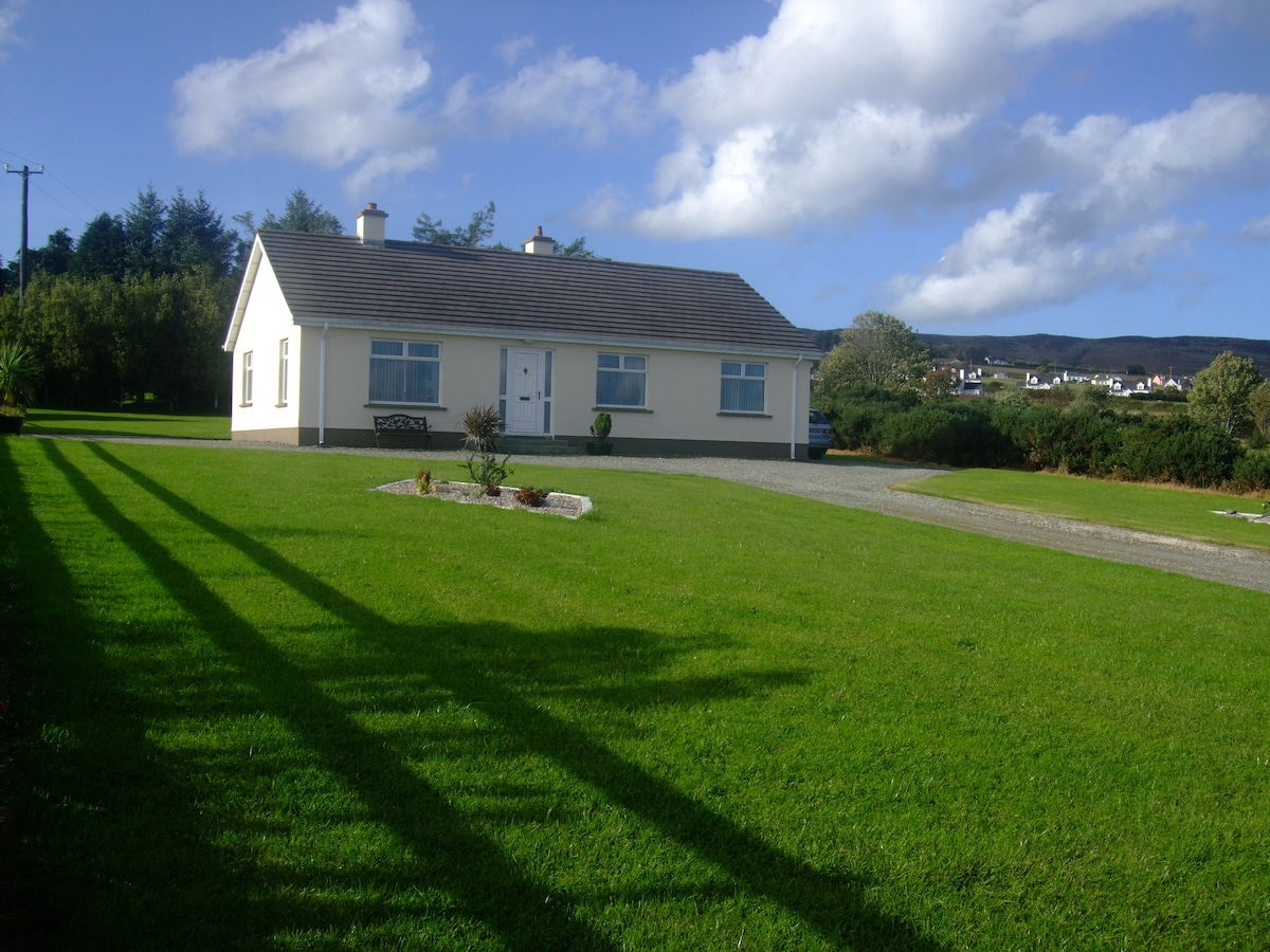 An Shorlan is sited on a half acre site with fantastic views of the Foyle and NI Coast