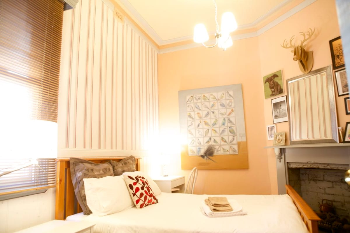 Innercity pad:  Boutique Cozy Room