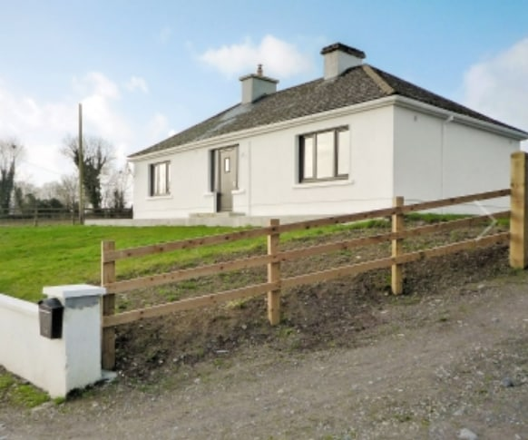 Cosy country cottage in Caheratrim