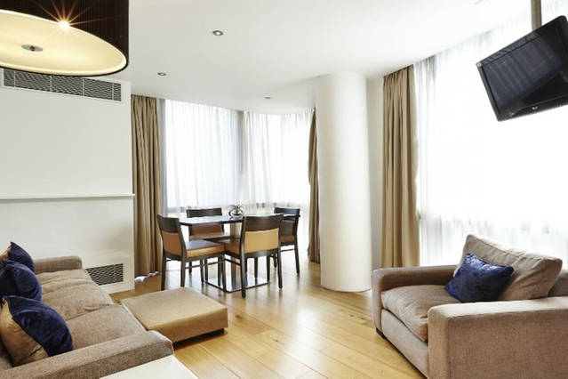 Contemporary 2-Bed Apt. Earls Court