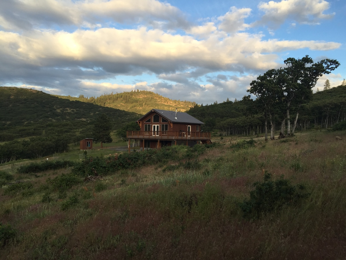 Siskiyou  Cabin on 40 Private Acres