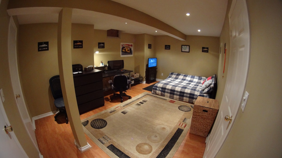 Great Cozy Space in East Toronto!