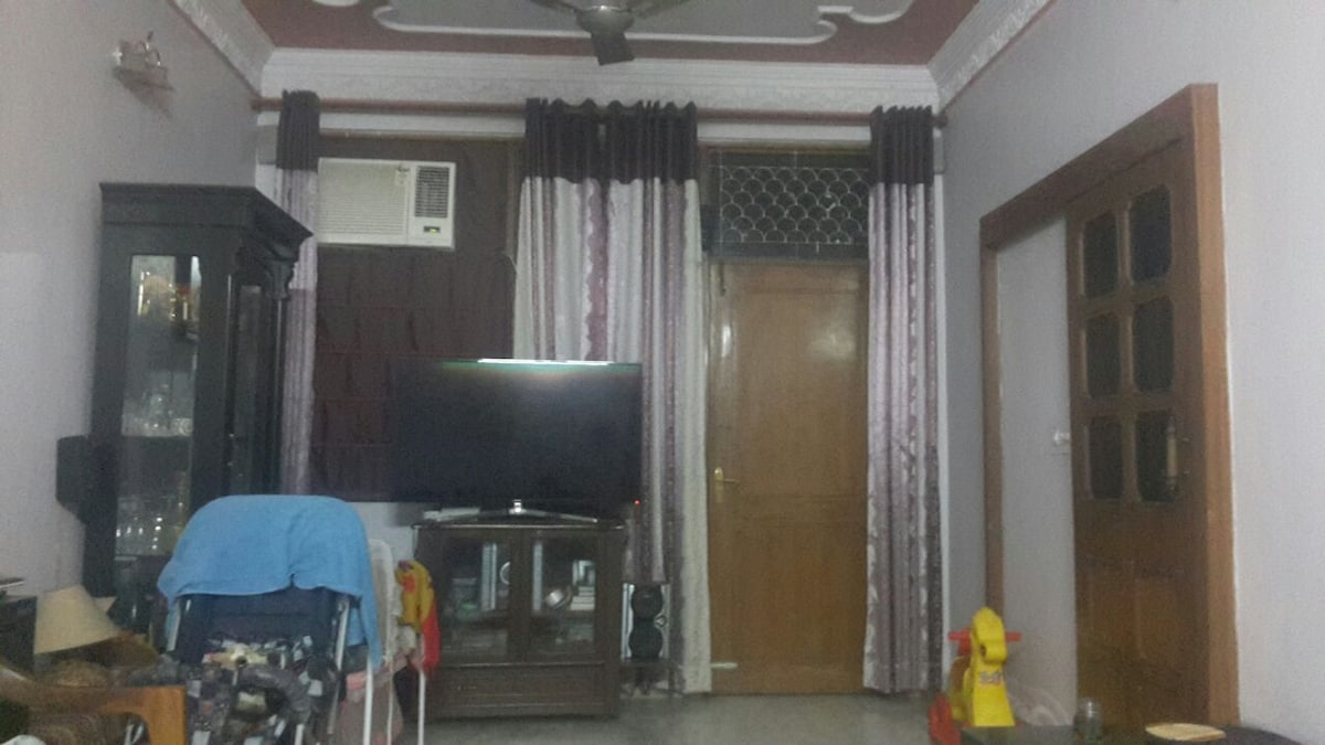 1 BR available in Central Delhi.