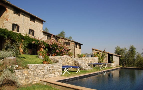 Farmhouse with infiny pool in Lucca