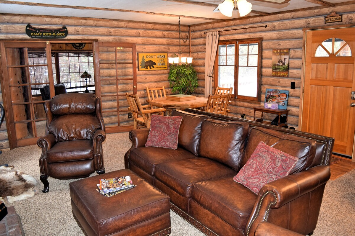 Iris Getaway: Hiking-Charming Cabin