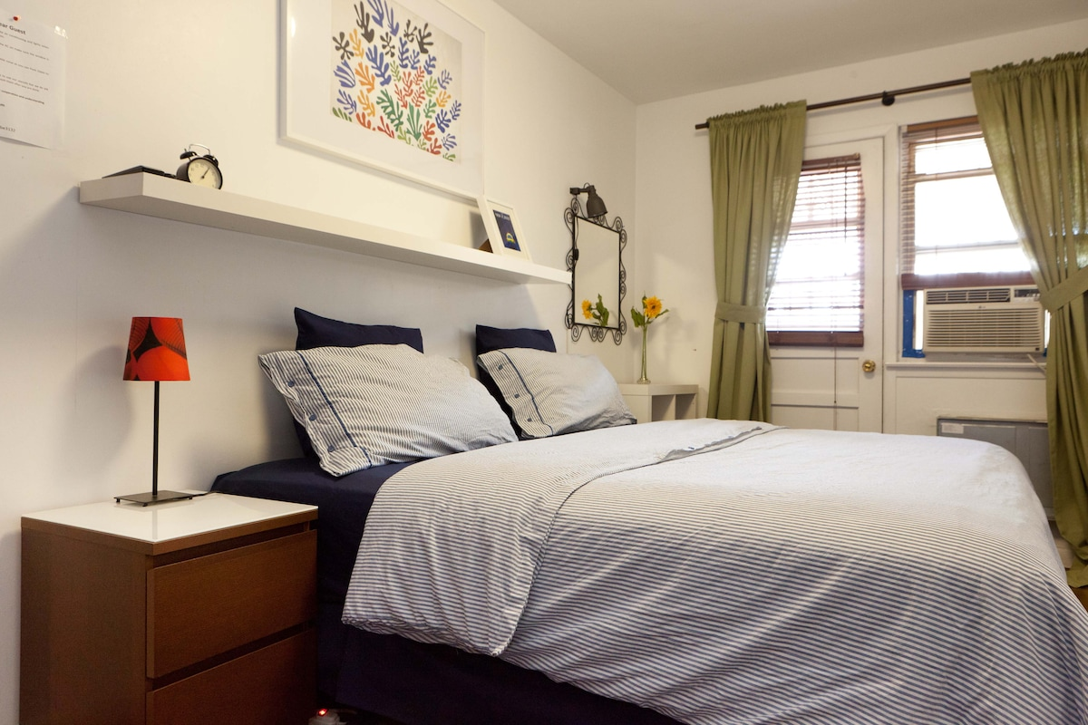 This room can be set as a Queen size bed or as a Twin bedded