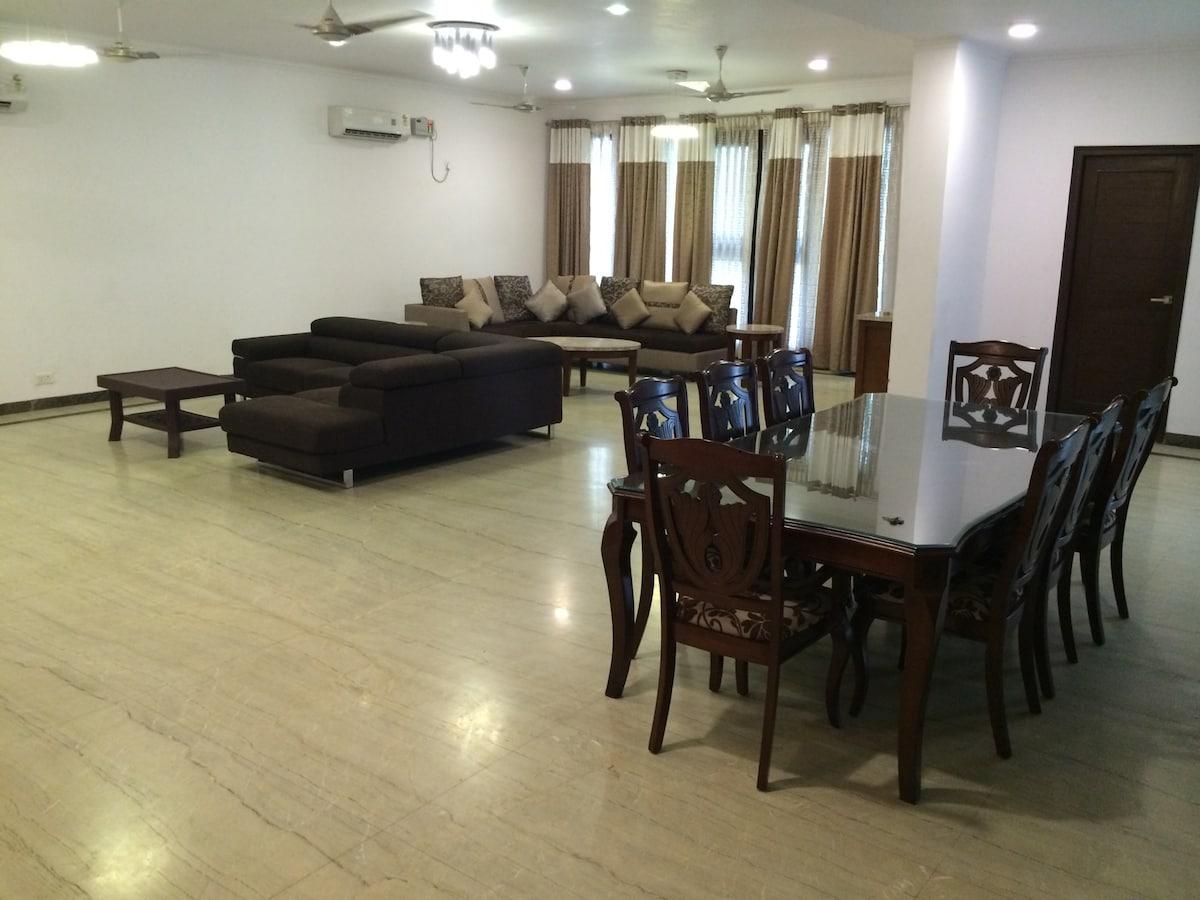 Big Gurgaon Villa in Sector 15