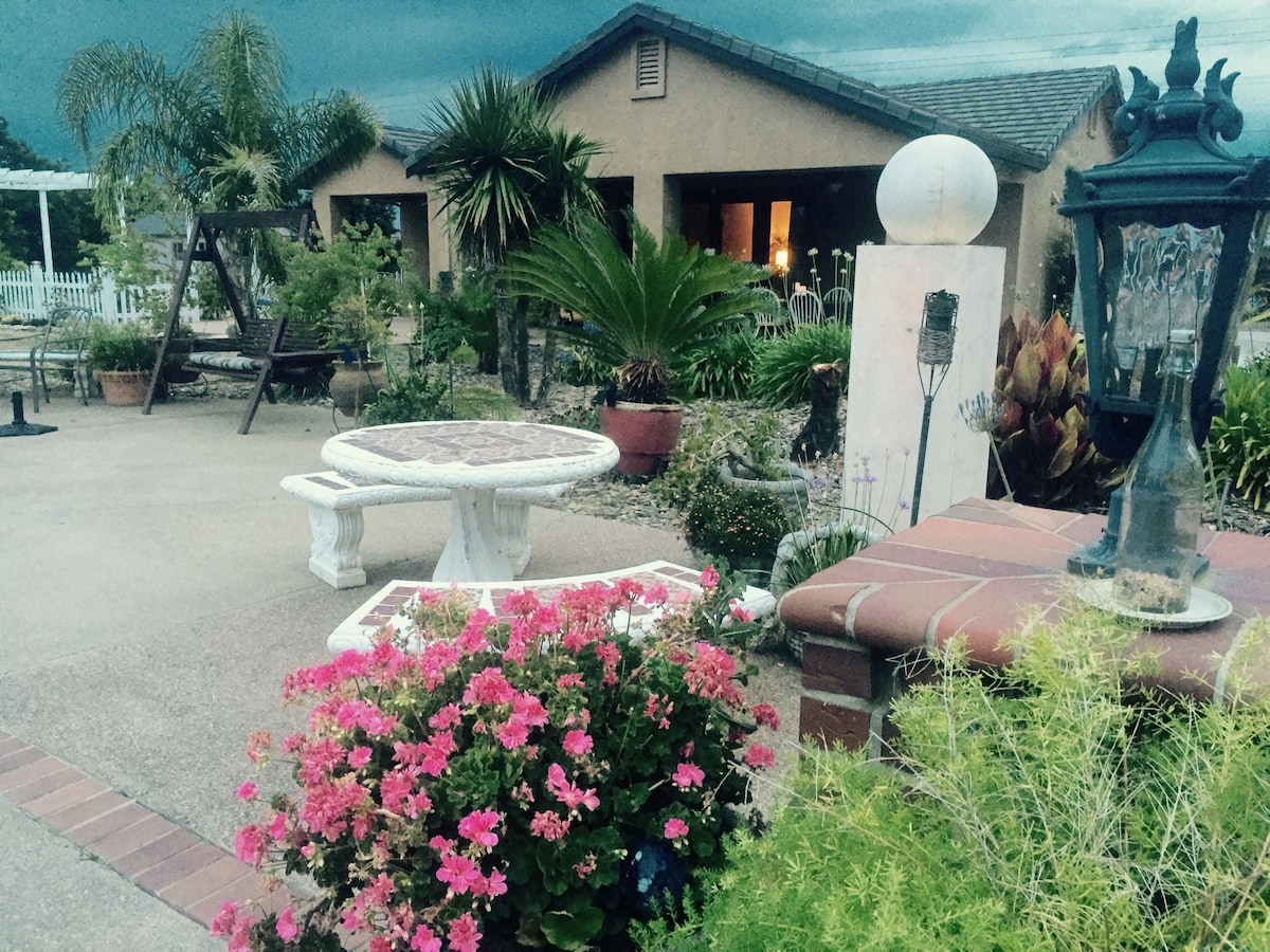 Beautiful Poolside Garden Retreat