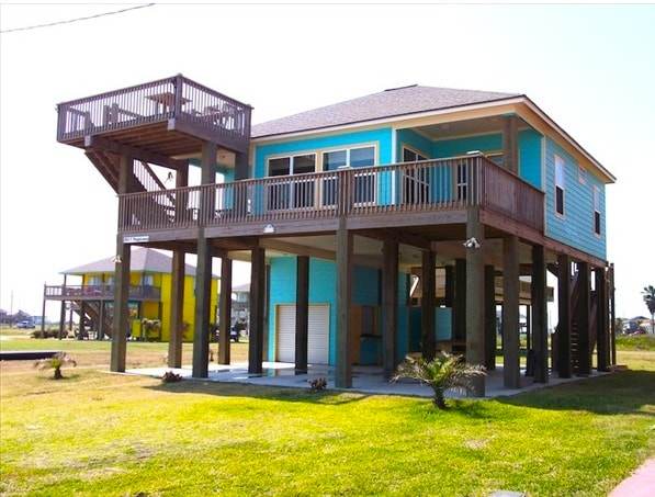 Front of cabin and deck space