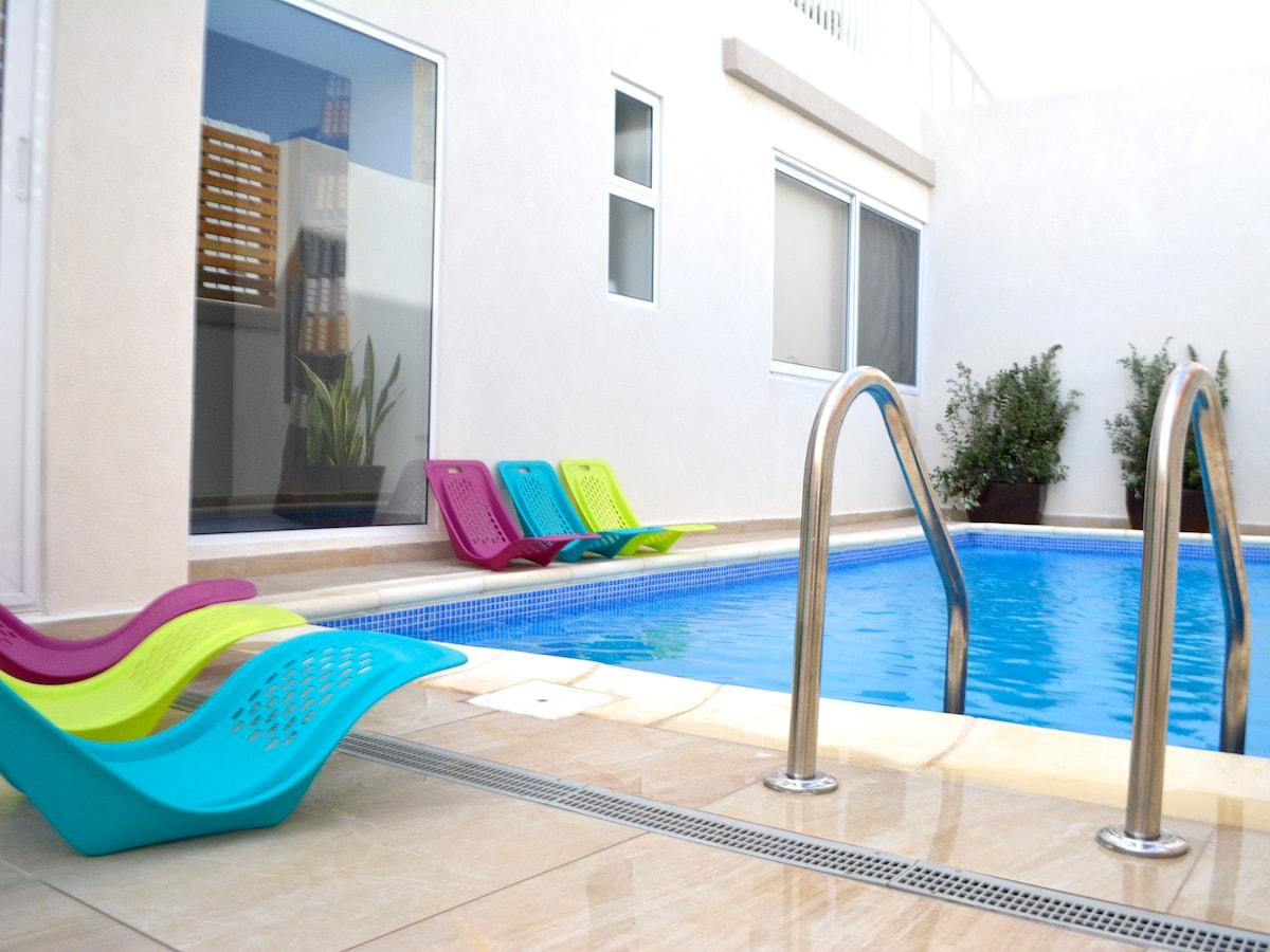 Villa with pool - St Julian's Room1