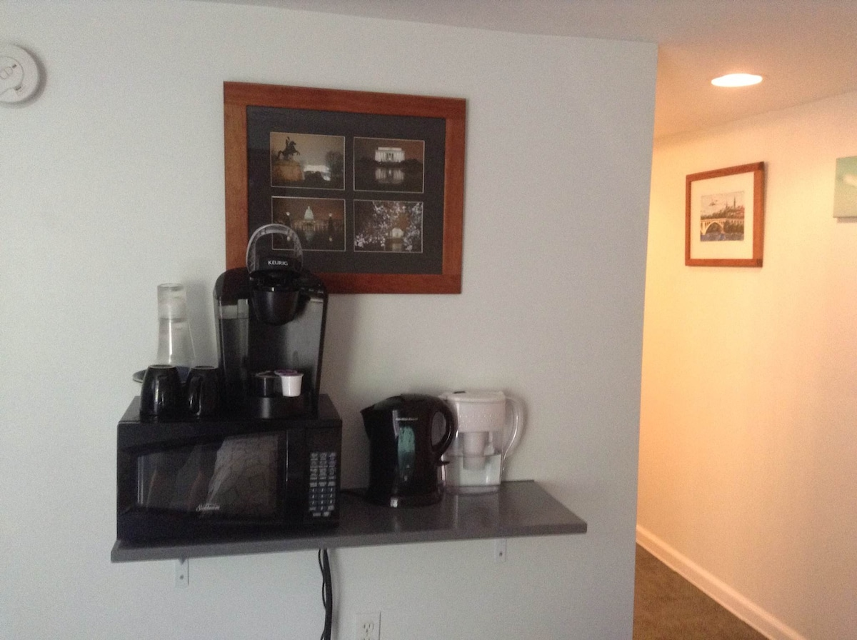 Keruig coffee single cup coffee machine, hot water pot, microwave all you need to make a quick breakfast.