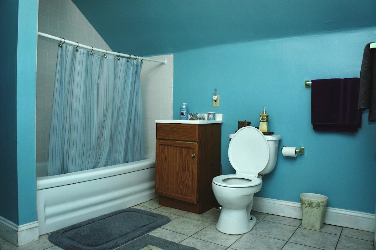 Large upstairs bathroom