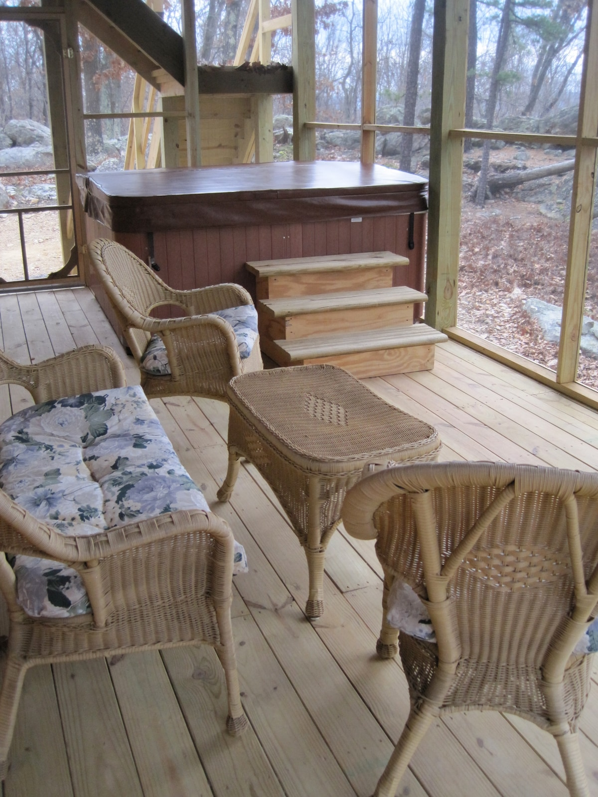 Six-Person Hot Tub and Screened Porch Wicker Sitting Area