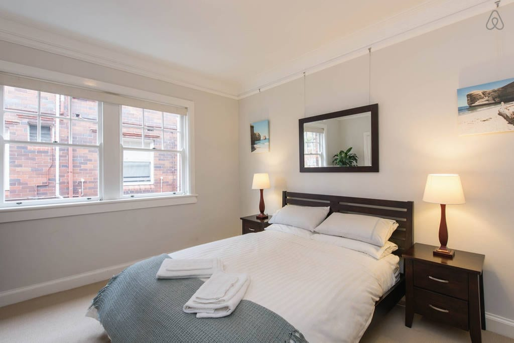 Spacious cosy 2 double bed apt