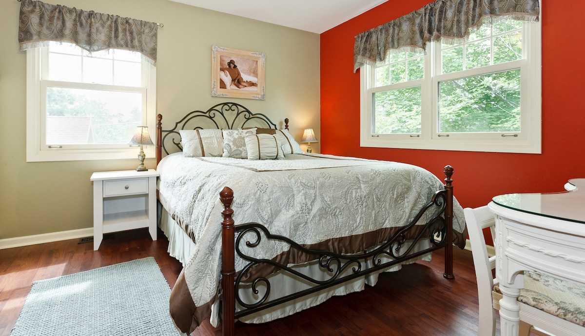Lovely Guest Room - Walk to Train