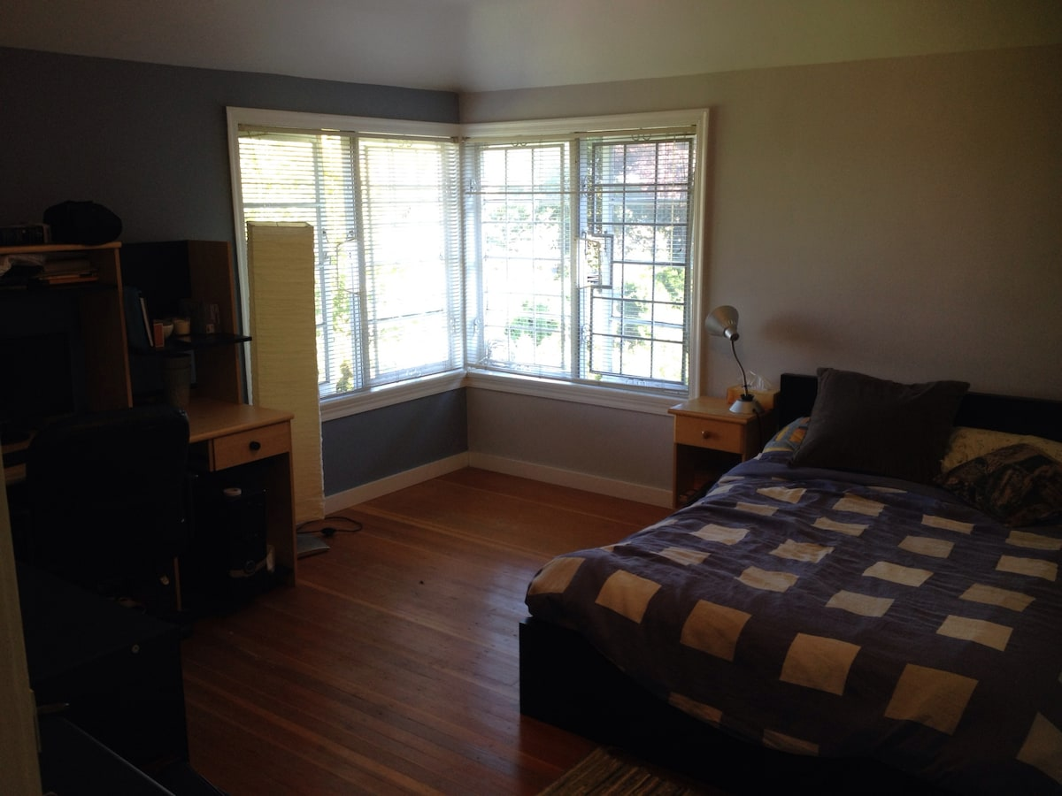 Beautiful room available