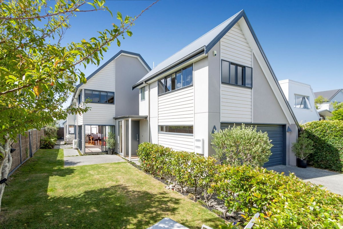 Large Auckland home Pt Chevalier