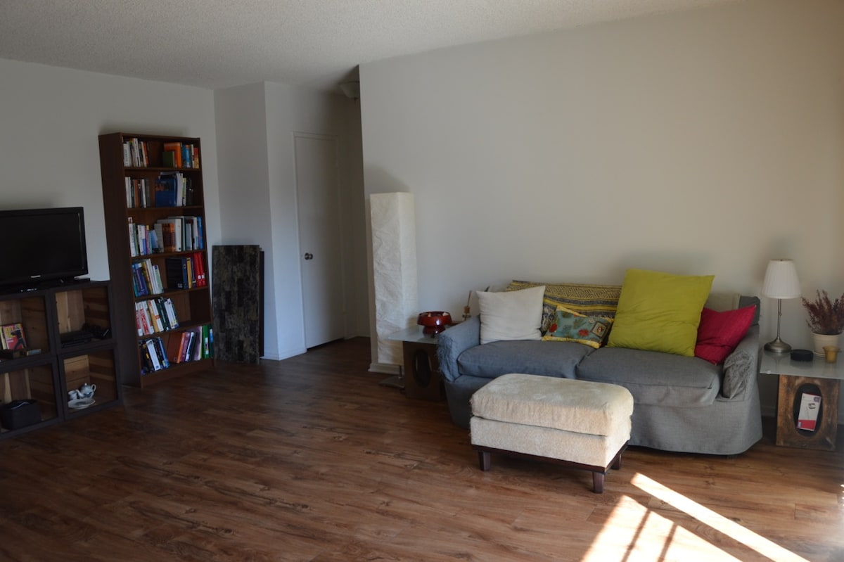 Cheerful room in sunny West LA