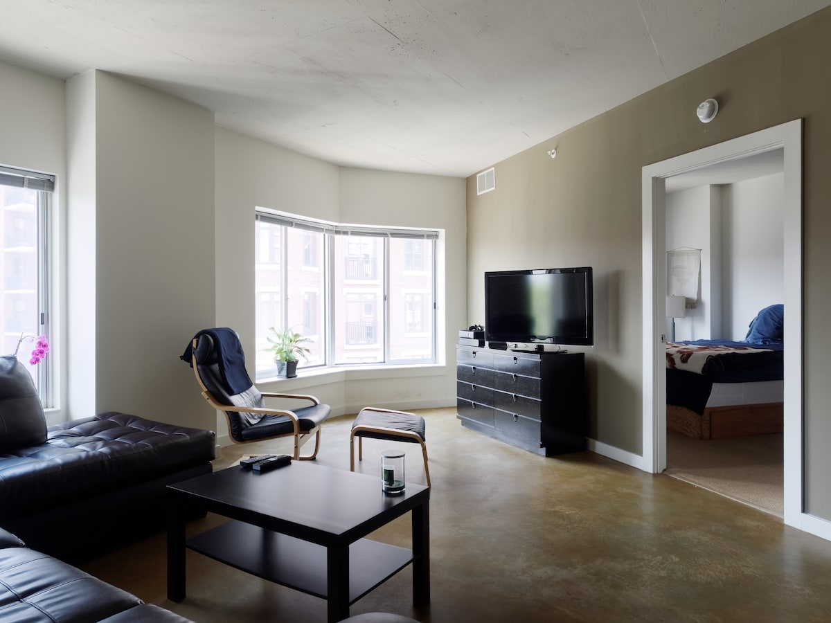 Private Apt - 14th St/ CoHi