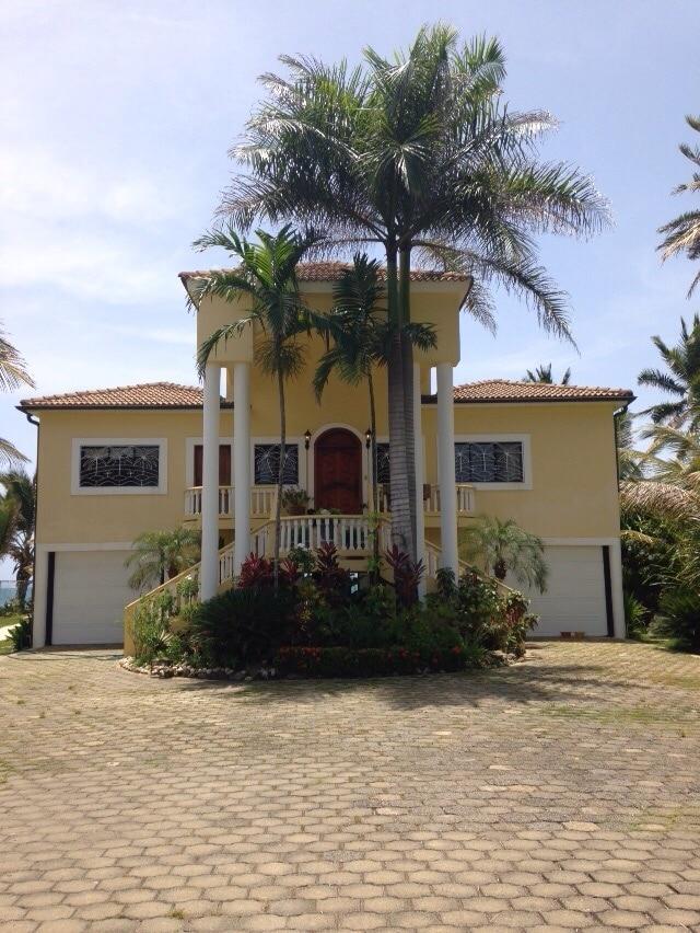 Oceanfront Villa a Spectacular View