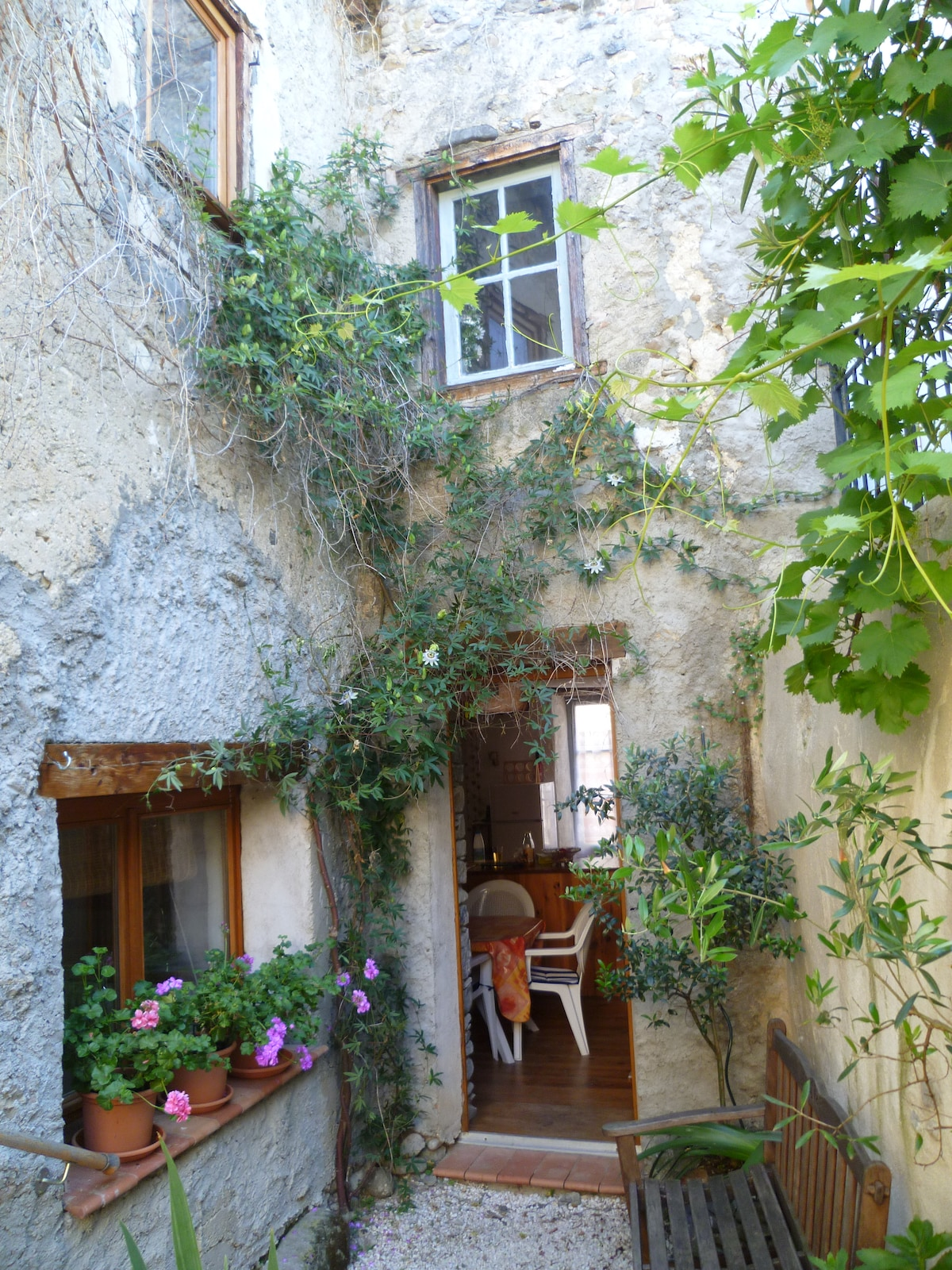 A very pretty house in the village where they invited sparkling wine - in 1536