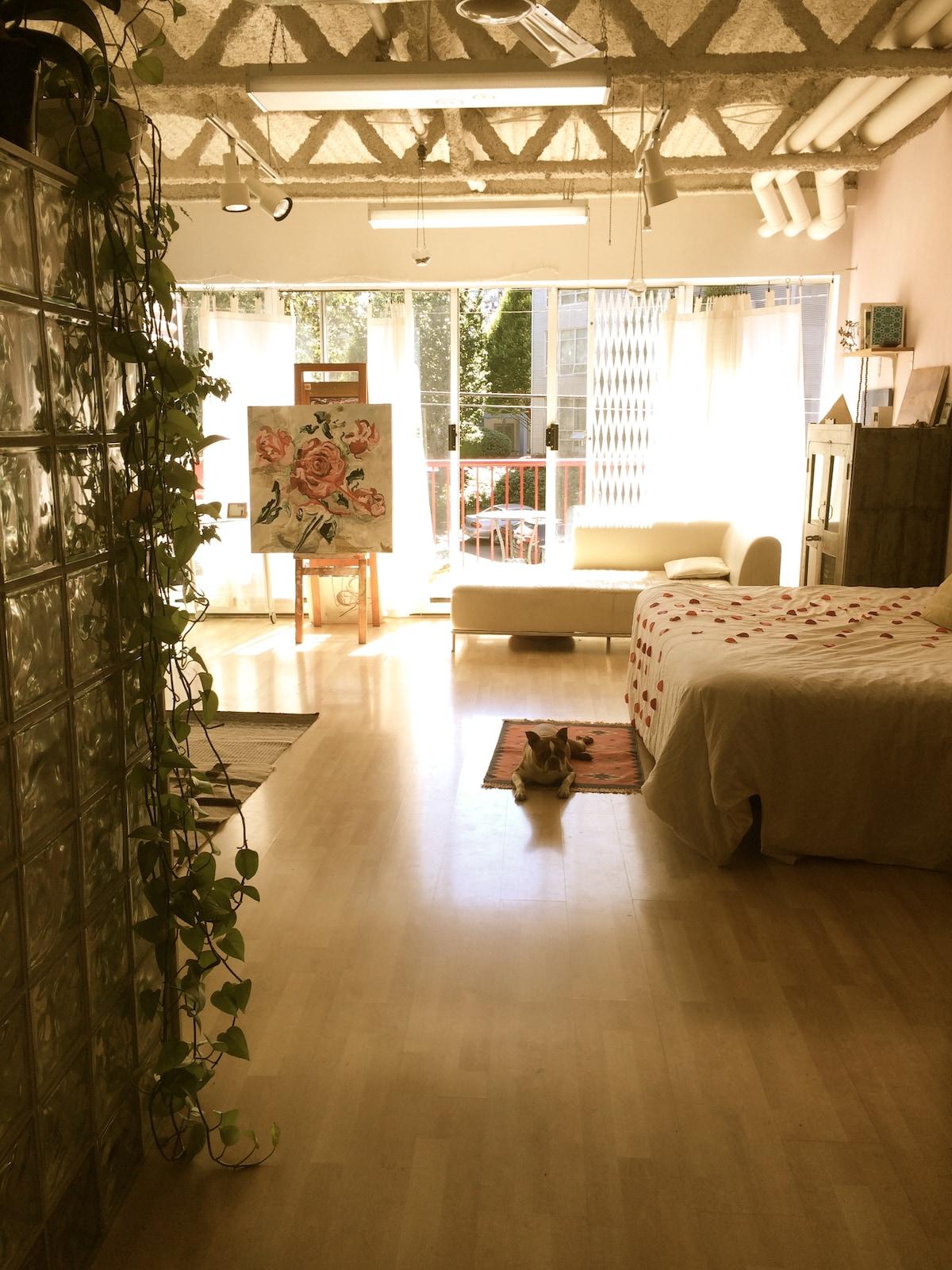 Spacious yoga and art loft