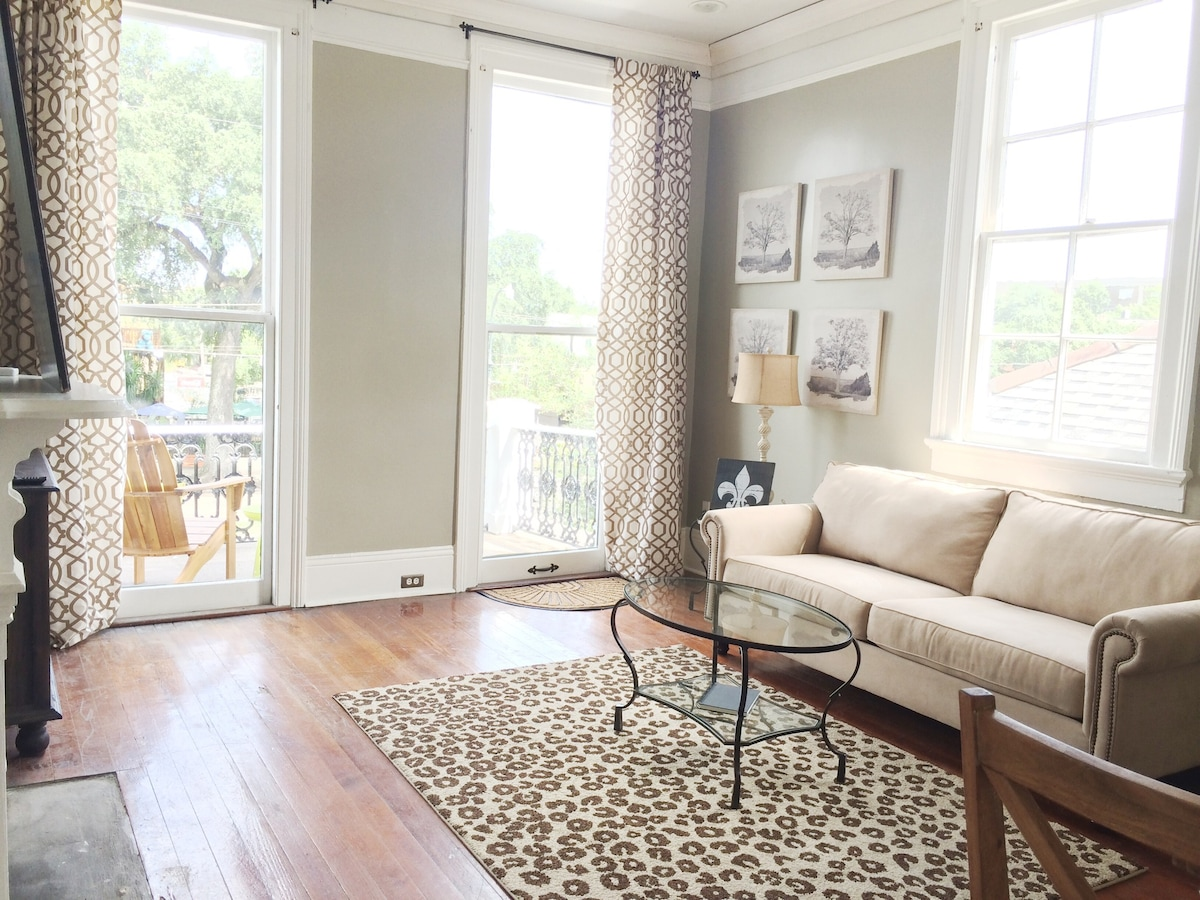 Charming Garden District Apartment