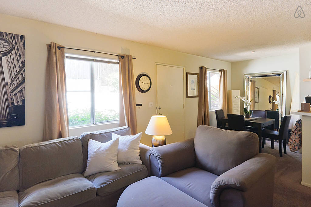 Private Bedroom 4 Blocks From Beach