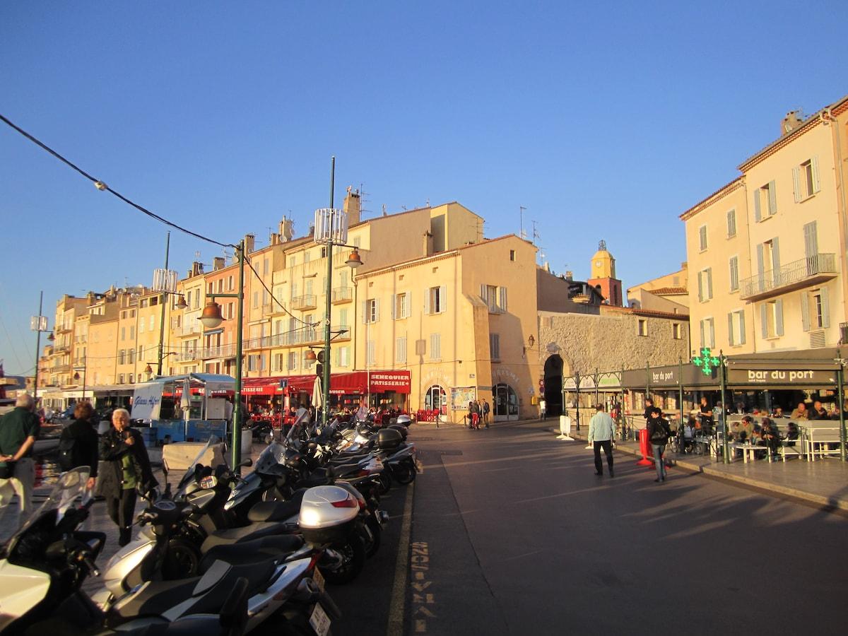 An original apartment in St. Tropez