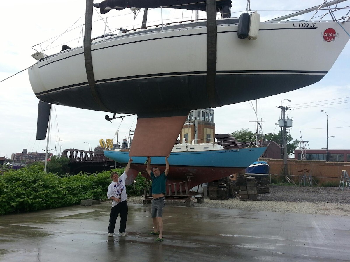 29-foot yacht in heart of downtown